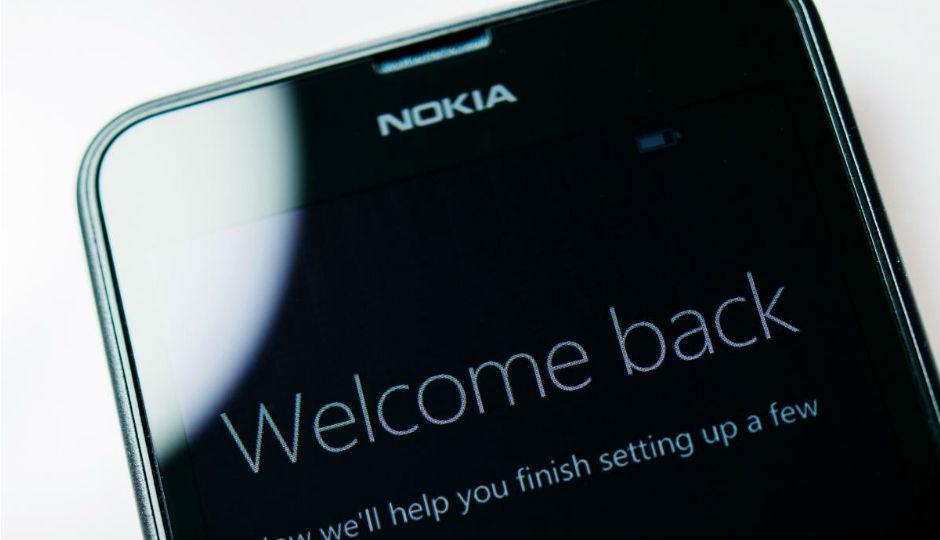 Una delle aziende più attese al Mobile World Congress 2020 di Barcellona è sicuramente Nokia. A causa del possibile contagio da Coronavirus, l'azienda finlandese e HMD Global hanno deciso di non partecipare alla fiera catalana. Nokia e HMD si aggiungono alle altre aziende che non ci saranno al MWC 2020 Dopo Amazon, Ericsson, Facebook, Intel, LG e Sony (ovviamente ci sono anche altre società che hanno deciso di non partecipare), anche Nokia e HMD non saranno presenti al Mobile World Congress 2020. Proprio l'azienda finlandese avrebbe dovuto presentare la nuova tecnologia 5G e ben tre nuovi smartphone: 8.2 5G, 5.2 e 1.3. Oltre agli smartphone, Nokia è famosa anche per la costruzione delle apparecchiature utilizzate per le reti 4G e 5G in tutto il mondo. Questo fattore va ad evidenziare l'importanza dell'azienda per il Mobile World Congress. In realtà, venerdì 14 febbraio, i vertici di GSMA (organizzatori del Mobile World Congress) si riuniranno per decidere se cancellare l'evento oppure confermarlo.