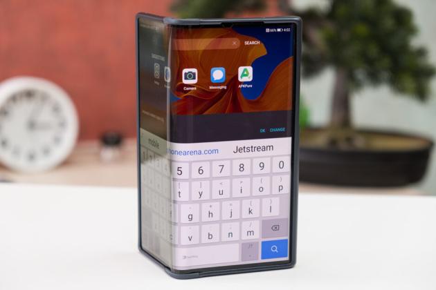 I prossimi smartphone pieghevoli avranno vetro ultra-sottile