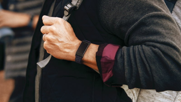 Nuovo rendering trapelato mostra forse Fitbit Charge 5